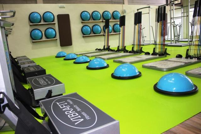 http://www.javeaonline24.com/images/club_f!t_functional_intelligent_training_javea_gimnasio_health_club_gymnasium_fitnessstudio_vibrafit.jpg